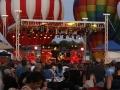 Band-Aaron-Lewis-stage-balloons